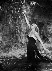 Anita Egberg w fontannie Trevi